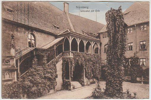 Nürnberg. Schlosshof mit Linde.