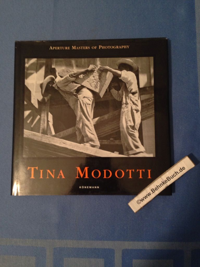 Tina Modotti. [German transl.: Andrea Hamann. French transl.: JoeÍülle Marelli] / Aperture masters of photography - Modotti, Tina.